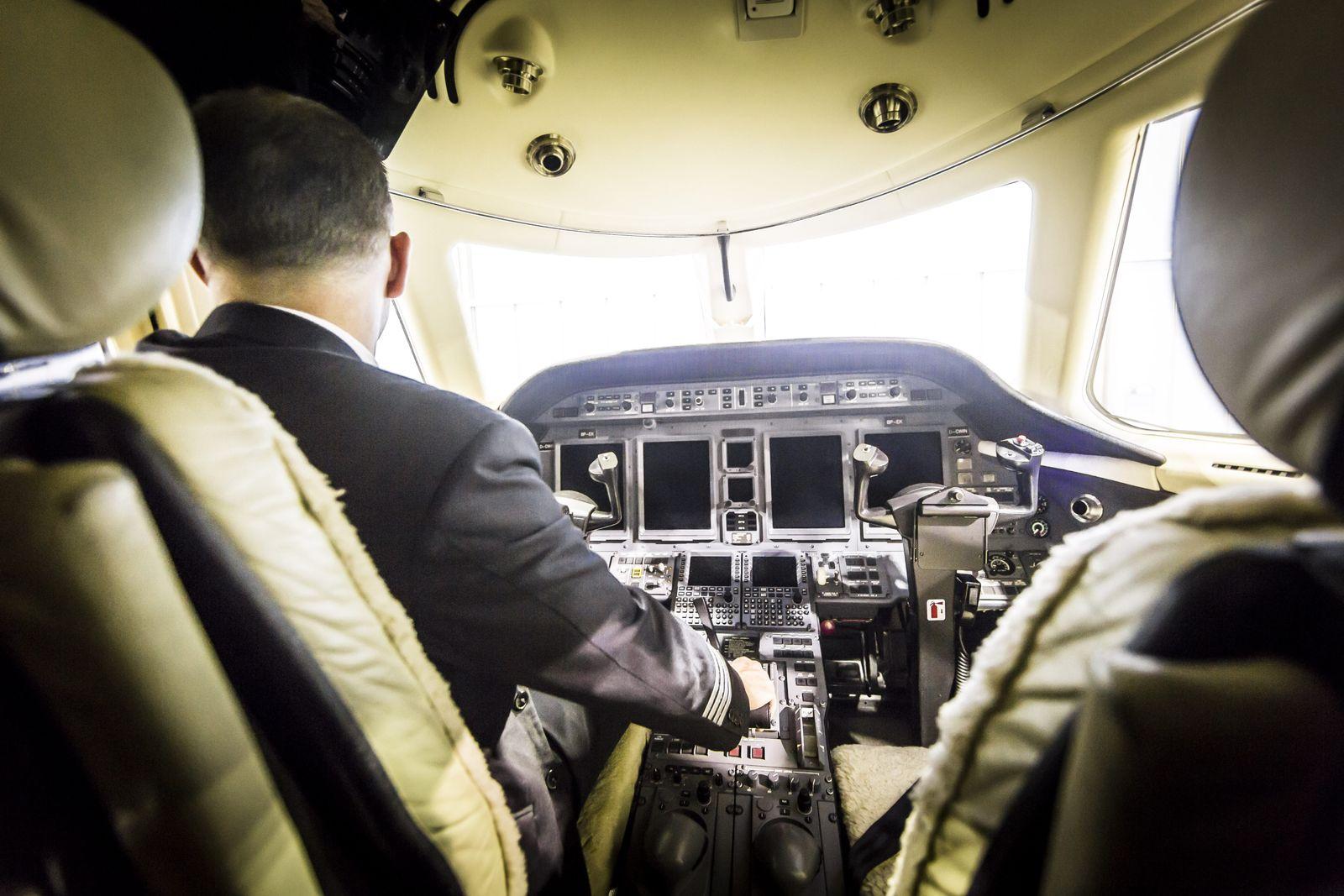 EINMALIGE VERWENDUNG SPIEGEL 50/2014 Drogenflug / Venezuela / Pilot