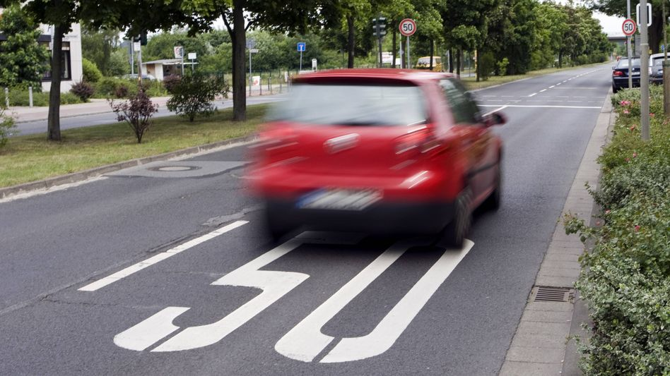 Noch kann man bei 21 km/h innerorts zu viel den Führerschein verlieren. Das soll sich wieder ändern - leider