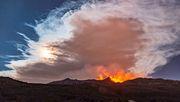 Feuerfontänen und Aschewolken