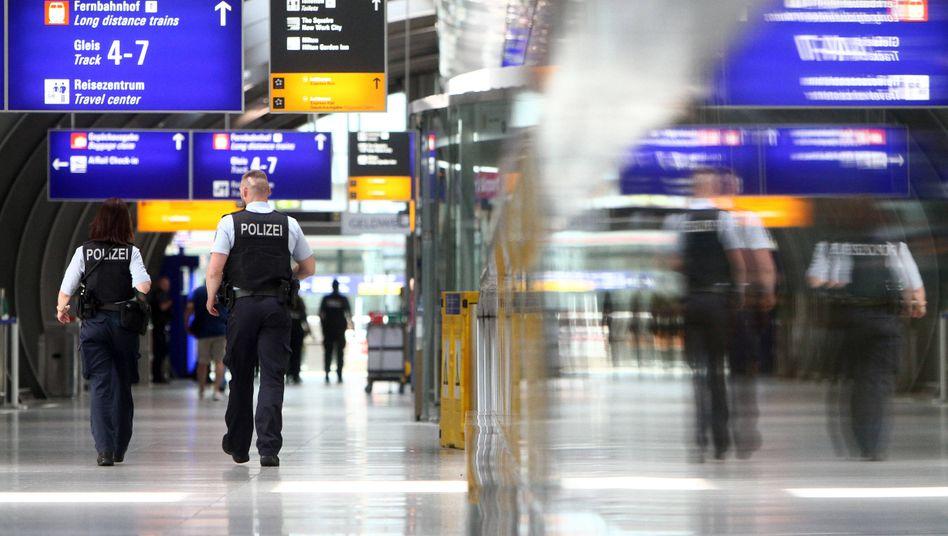 Polizeibeamte am Frankfurter Flughafen