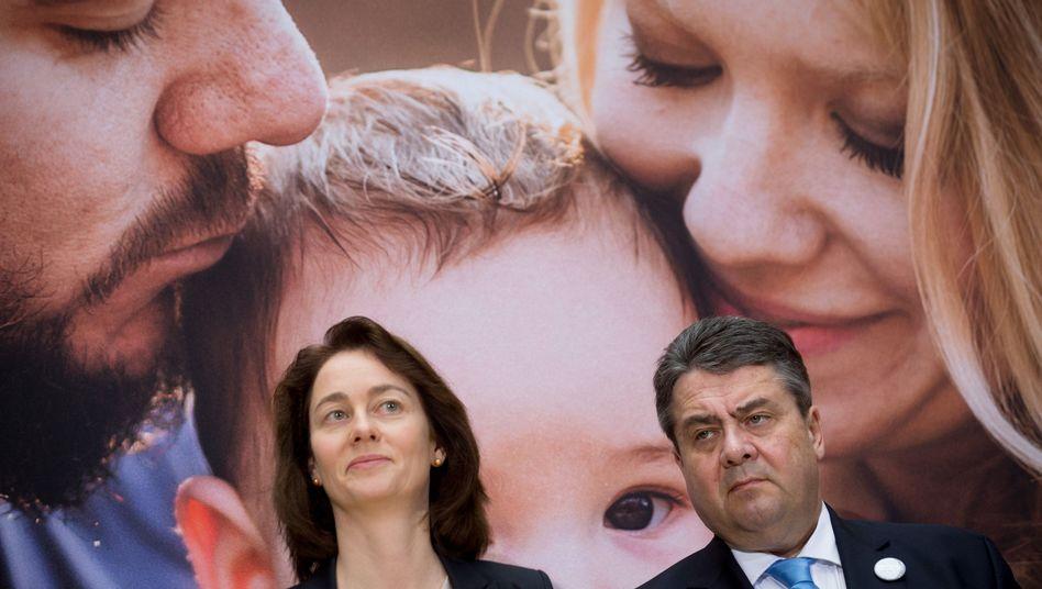SPD-Chef Sigmar Gabriel vor einem SPD-Plakat: Distanzierung vom bereits gebilligten Gesetzentwurf