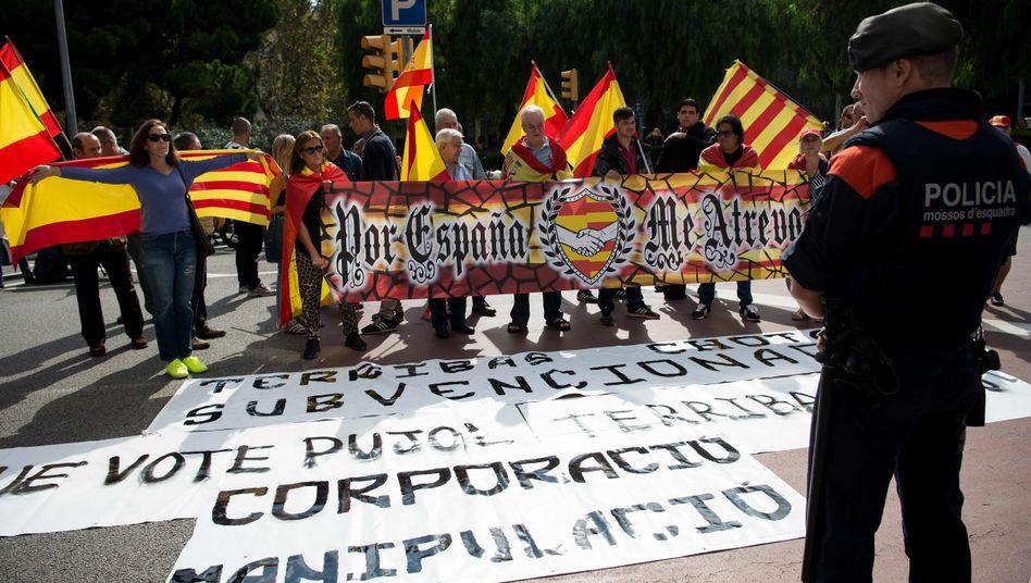 Beamter der katalanischen Regionalpolizei Mossos d'Esquadra, Unabhängigkeitsgegner