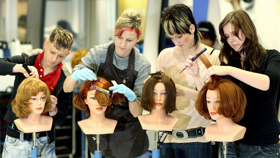 Junge Friseurinnen: Viele Teilzeitjobs