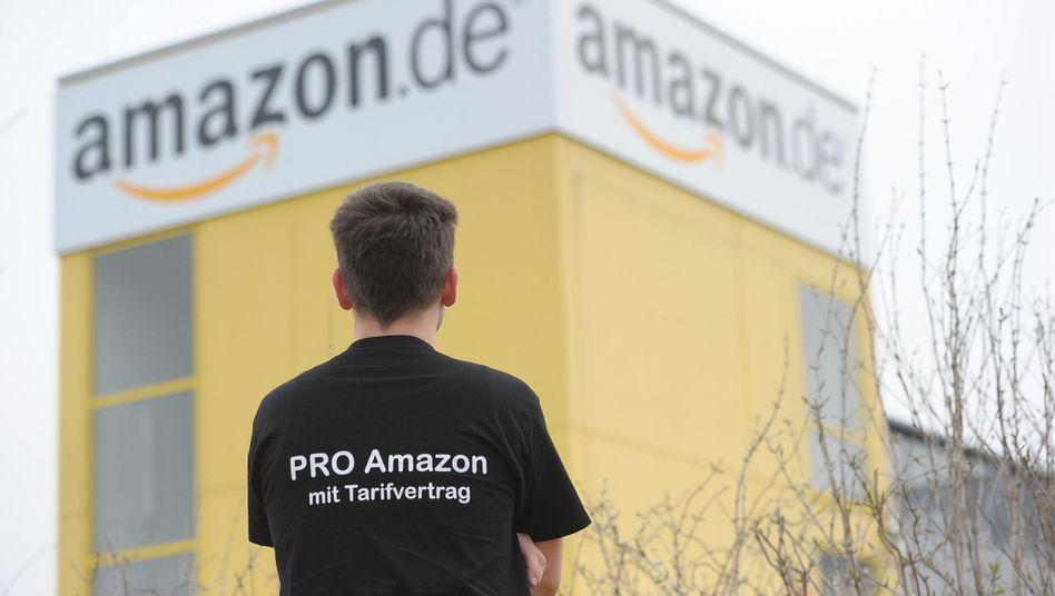 """Pro Amazon mit Tarifvertrag"": Amazon-Mitarbeiter streiken"