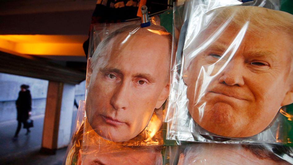 Masken von Putin und Trump