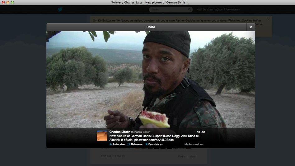 Über Twitter verbreitetes Foto von Cuspert: In Kampfmontur im Olivenhain