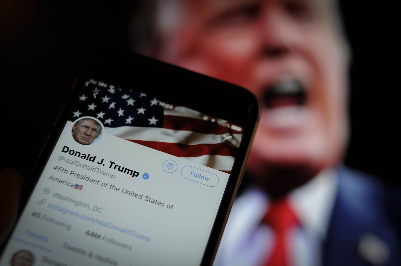 December 4 2017 Bydgoszcz Poland The Twitter app is seen with an image of US president Donald
