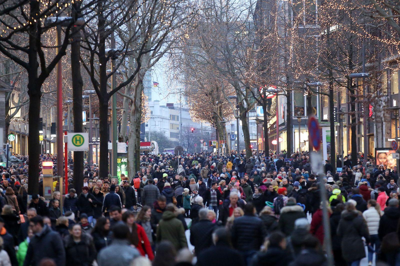 EINMALIGE VERWENDUNG Weihnachtseinkäufe Mönckebergstraße