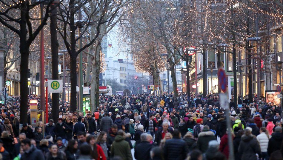 Weihnachtseinkäufe auf der Hamburger Mönckebergstraße