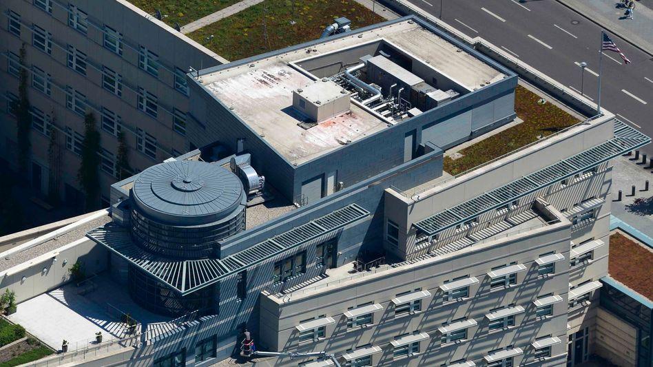 Spione auf dem Dach: Luftbild von Installationen auf der US-Botschaft in Berlin