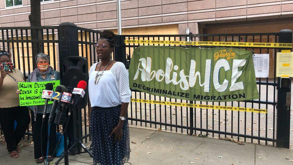 Dawn Wooten bei einer Pressekonferenz in Ocilla, Georgia