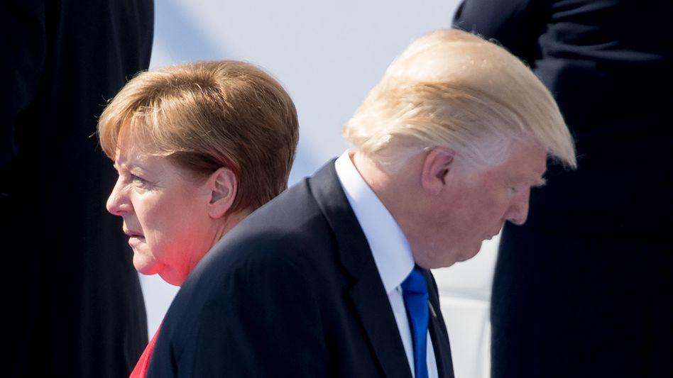 US-Präsident Trump und Bundeskanzlerin Merkel im Nato-Hauptquartier in Brüssel (Mai 2017): Verteidigungsallianz als Kollateralschaden im Streit mit Merkel