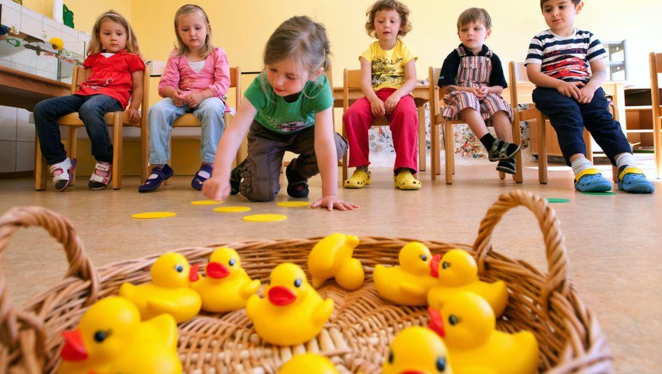 Kinder in Kita: Nicht für alle, deren Eltern wollen, wird es ab August einen Platz geben