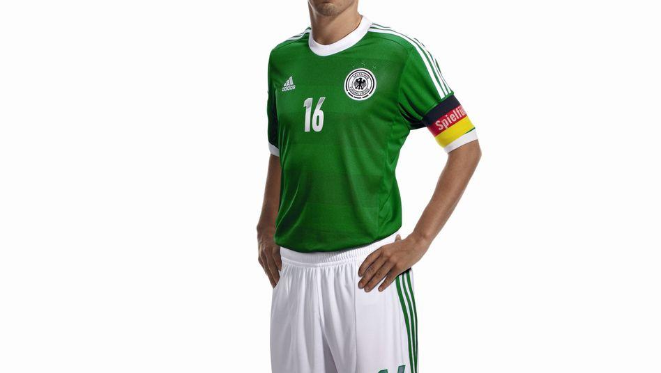 Philipp Lahm im Auswärtstrikot der Nationalelf: Adidas erwartet auf gute Gewinne