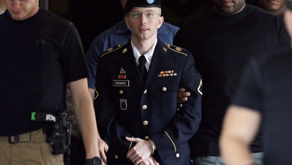 Photo Gallery: Manning on Trial