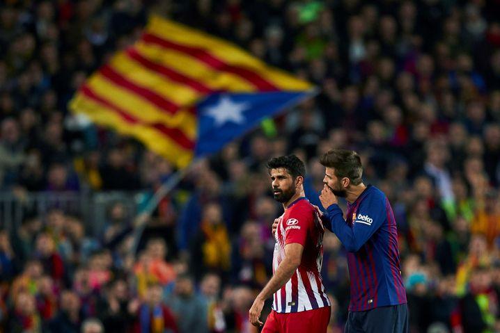 Atléticos Diego Costa (l.) nach Platzverweis