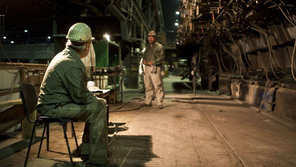 Ältere Stahlarbeiter in Brandenburg