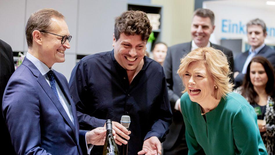 Berlins Regierender Bürgermeister Michael Müller (l.) und Landwirtschaftsministerin Julia Klöckner (r.) haben gut lachen