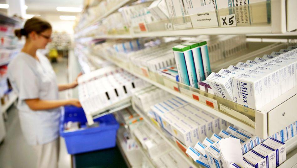 Medikamente in einer Apotheke (Symbolbild)