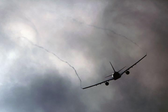 Dunkle Wolken: Nicht jeder Passagier kann über flapsige Pilotenansagen lachen