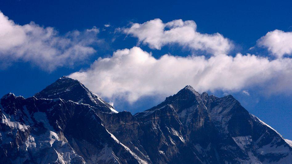 Mount Everest in Nepal: 2000 Touristen sitzen in Lukla fest