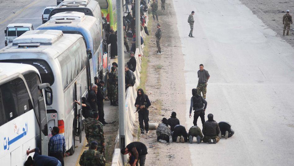 Bilder vom Abzug der Rebellen
