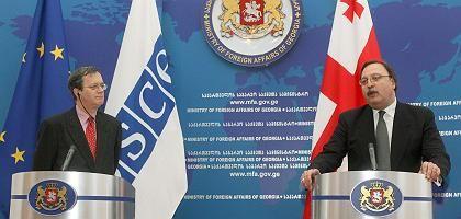 OSZE-Generalsekretär Marc Perrin de Brichambaut, Georgiens Außenminister Grigol Waschadse: Russisches Veto für Beobachtermission