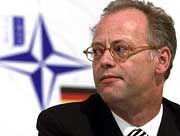 War die Truppe rechtzeitig informiert? Verteidigungsminister Rudolf Scharping