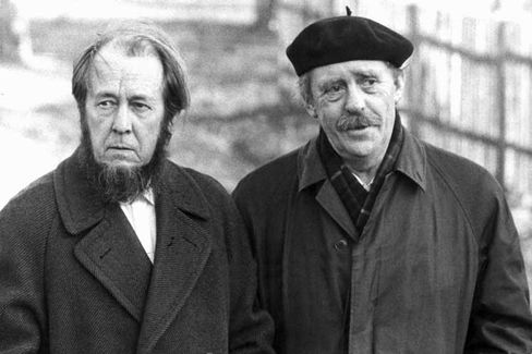 Solzhenitsyn (left) together with the German writer Heinrich Böll in 1974 after Solzhenitsyn had been expelled from the Soviet Union.