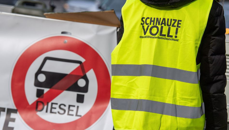 Demonstrantin gegen Fahrverbote