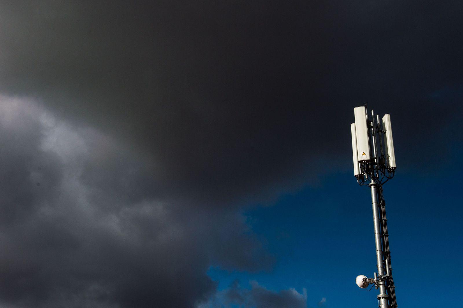 Antennen eines Mobilfunkmastes