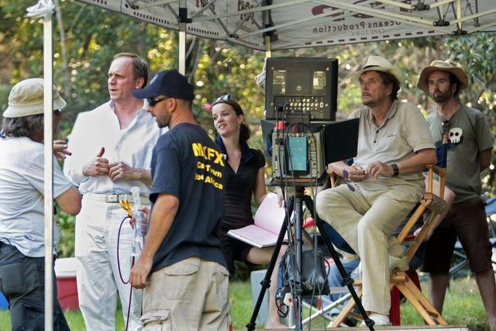 """Darsteller Tukur, Regisseur Wedel (2.v.r.), 2009 in Kapstadt, Südafrika, bei Dreharbeiten zum TV-Zweiteiler """"Gier"""": """"Könige, die ihre Untertanen in der Hand hatten"""""""
