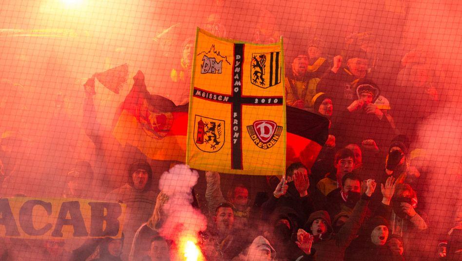 """Dresden-Fans in Kaiserslautern: """"Ich schäme mich für diese Leute"""""""