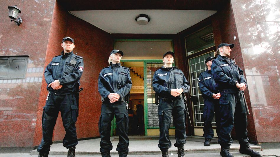 German police blocking the entrance to the Taiba mosque in Hamburg which was closed by authorities on Monday.