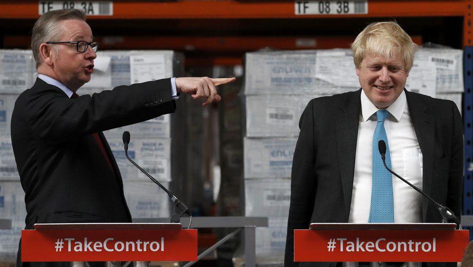 Michael Gove (l.), Boris Johnson
