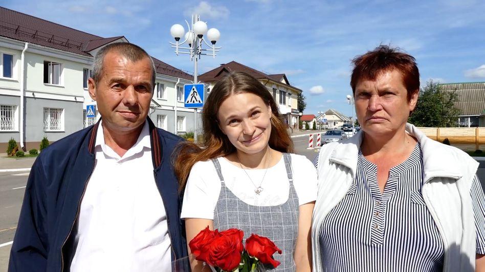 Wiedersehen nach 20 Jahren: Vater Viktor, Tochter Julia Alpatowa und Mutter Ljudmila