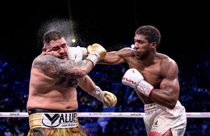 Eine der wenigen spektakulären Aktionen im Rematch zwischen Joshua (r.) und Ruiz