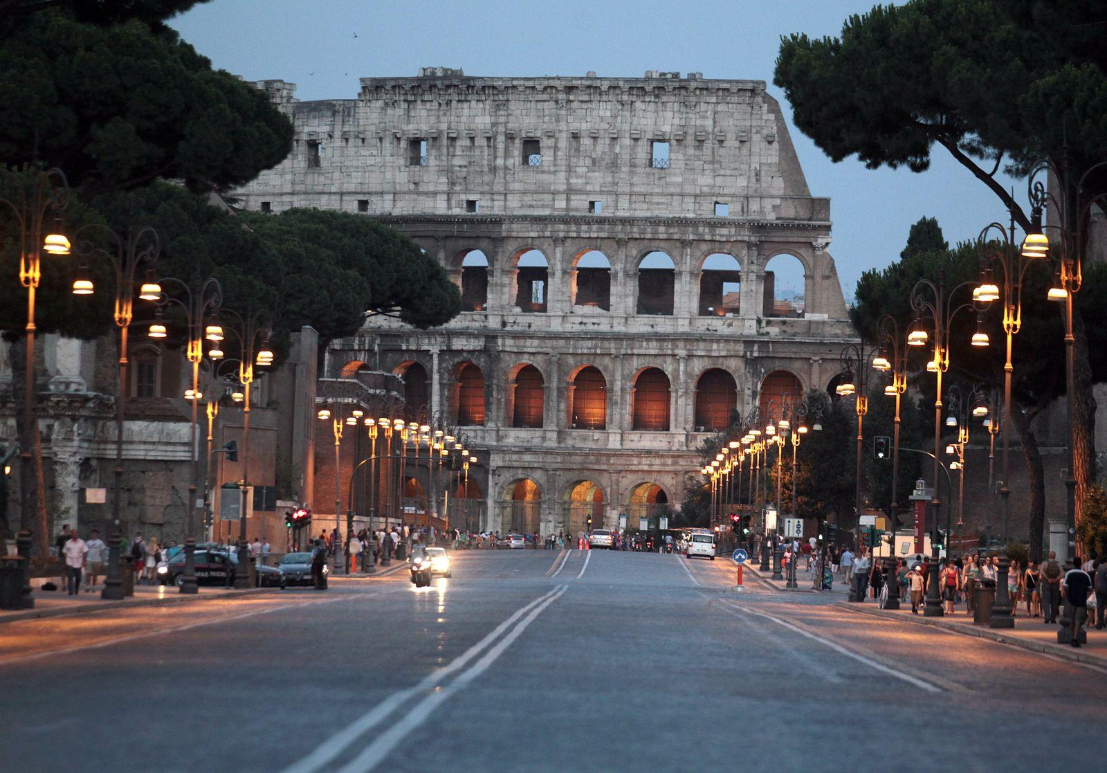Rom / Colosseum / Verkehr / Reise