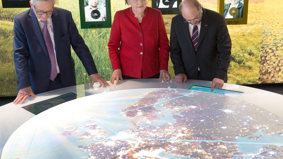 Juncker, Merkel und Schulz eröffnen neues Europahaus in Berlin