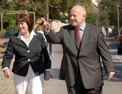 """Georg Milbradt (mit seiner Frau Angelika Meeth-Milbradt): """"Man kann nichts ausschließen"""""""