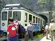 Der bergabwärts fahrende Wagen im Katzensteintunnel