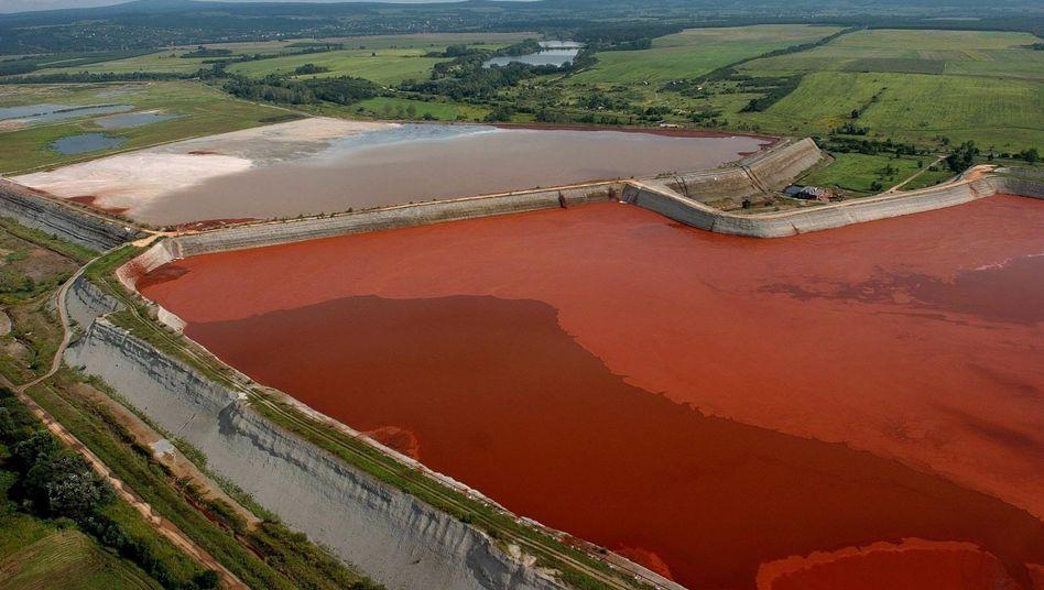 Tote bei Chemie-Unfall: Giftschlamm flutet Dörfer in Ungarn