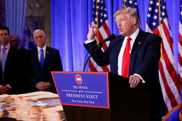Leere Ordner, leere Versprechungen: 2017 kündigte Trump an, seine Finanzen offenzulegen