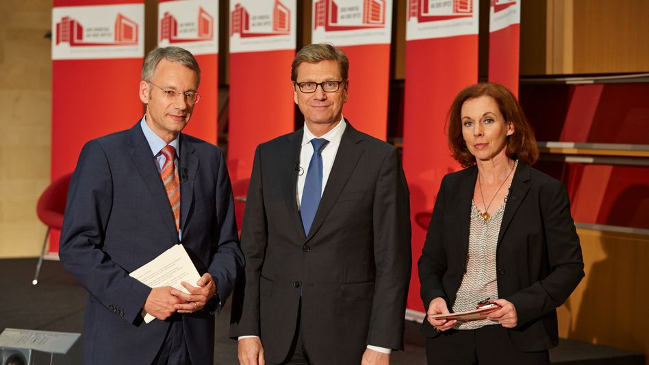 Beim SPIEGEL: Westerwelle mit Vize-Chefredakteur Doerry und Ressortleiterin Sandberg