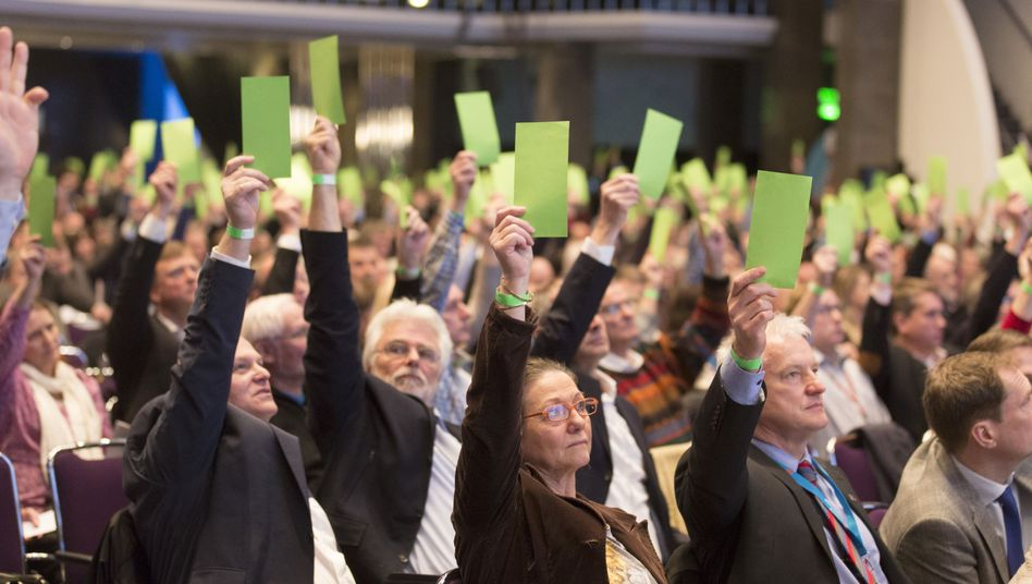 AfD-Mitglieder-Parteitag in Bremen: Weg für die Satzungsänderung frei gemacht