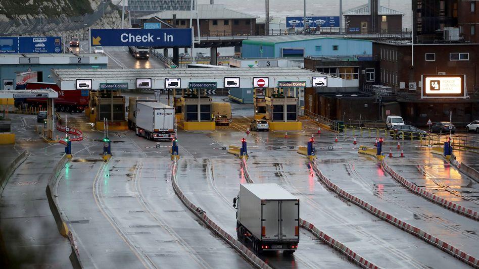 Lastwagen-Terminal im Hafen von Dover: Zwei Drittel fürchten Handelsbarrieren und Zollformalitäten