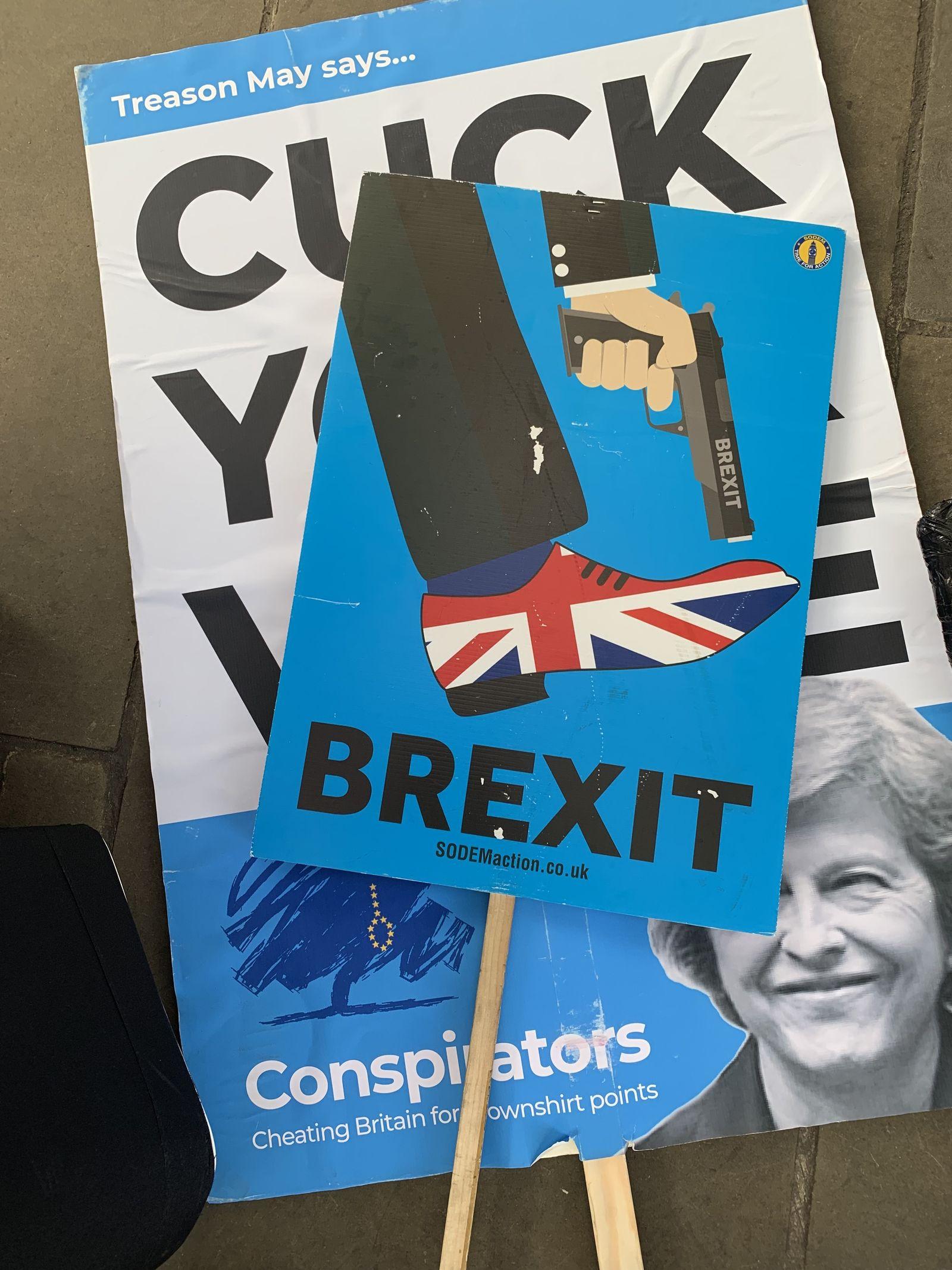 EINMALIGE VERWENDUNG SPIEGEL PLUS SP 4/2019, S.72 Brexit / Plakat