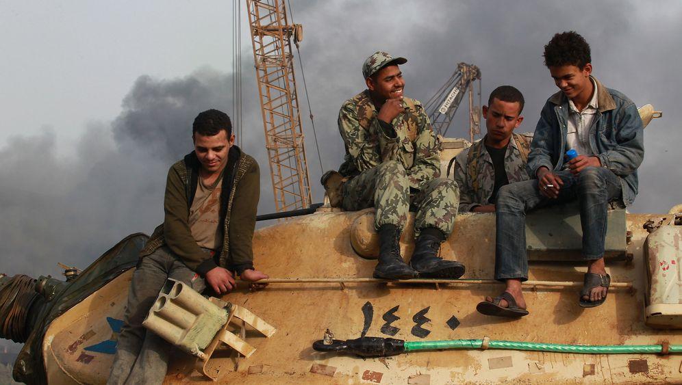 Revolte in Ägypten: Panzer, Tränengas, Plünderungen