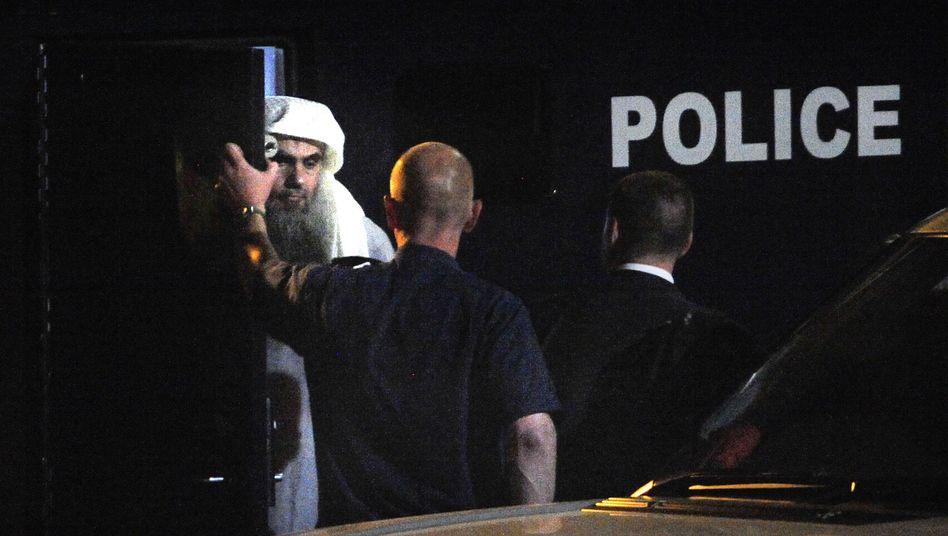 Islamischer Geistlicher Abu Katada: Abflug aus London