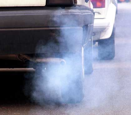Autoabgase: Fatales Zusammenspiel mit Emissionen aus der Landwirtschaft